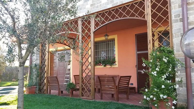 Arredamento giardino colorato barsotti legnami vendita e for Vendita arredamento giardino
